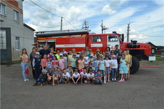 Воспитанники пришкольного лагеря  МБОУ «Шемуршинская СОШ» в гостях у огнеборцев