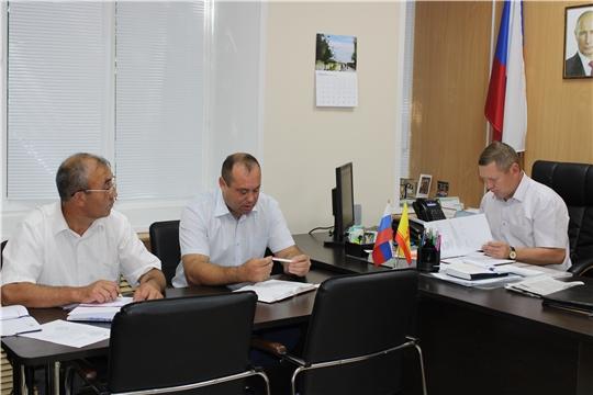Рабочая неделя в администрации Шемуршинского района началась с планерки главы администрации Владимира Денисова