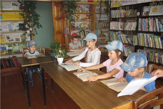 Библиотекари МБУК «Централизованная библиотечная система» Шемуршинского района провели с ребятами громкие чтения