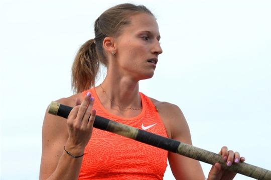 Анжелика Сидорова победила в прыжках с шестом на этапе «Бриллиантовой лиги» в Лондоне