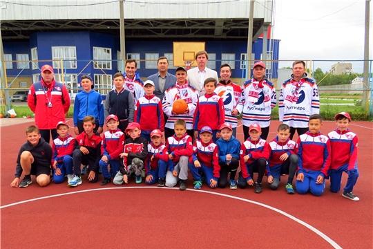 Чебоксарская ГЭС подарила республиканской школе хоккея новую спортивно-игровую площадку