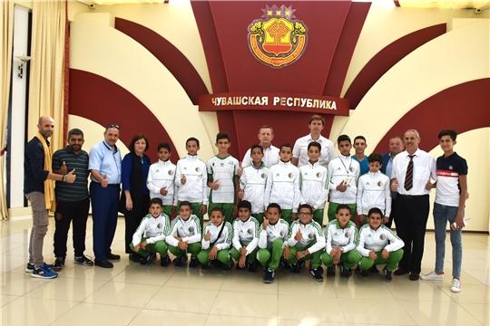 Встреча Михаила Богаратова с детским футбольным клубом «Юные таланты Оазиса» г. Гардая Республики Алжир