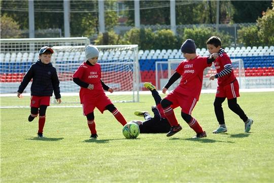 Старт дан: в Чебоксарах проходит финал детского футбольного турнира «Кубок Союза Труда»