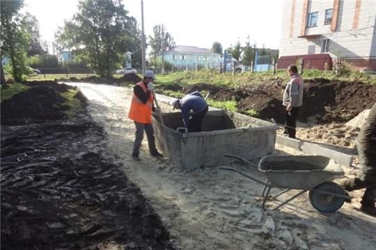 Продолжаются работы по реконструкции парка культуры и отдыха поселка Урмары