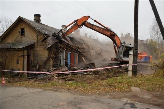 Как правильно снести старый дом?