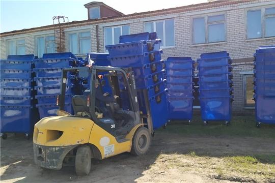 В Урмарский район поступила вторая партия контейнеров для твердых коммунальных отходов