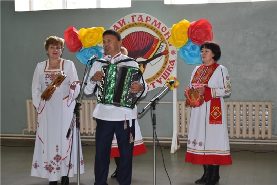 В районном Доме культуры п. Урмары состоялся районный фестиваль-конкурс гармонистов, частушечников и плясунов «Играй гармонь, звени частушка»