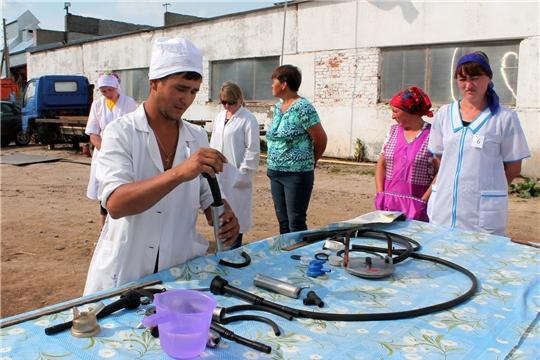 В Мариинско-Посадском районе состоялся конкурс мастеров машинного доения коров