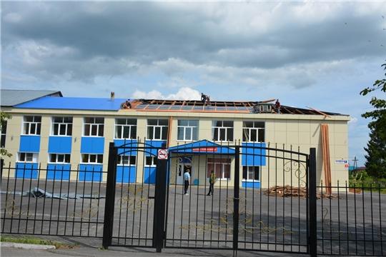 Глава администрации района Леонид Николаев ознакомился с ходом ремонтных работ в школах поселка Вурнары