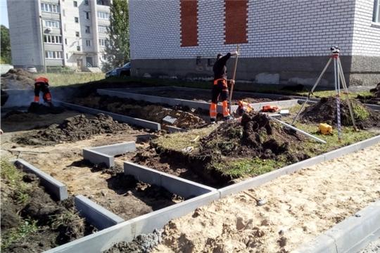 В п. Вурнары ведутся работы по благоустройству дворовых территорий