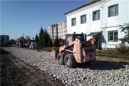 В п. Вурнары активно ведутся работы по реконструкции Сквера Памяти