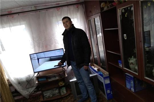 Волонтеры Ядринского района продолжают оказывать помощь населению по переходу на цифровое вещание