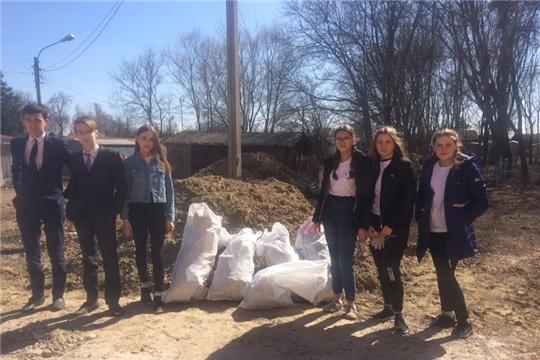 Молодежь Ядринского района приняла участие во Всероссийском субботнике