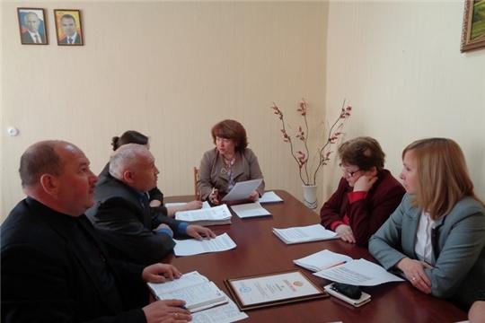 В рамках районного месячника по охране труда состоялось совместное заседание трехсторонней комиссии по регулированию социально-трудовых отношений в Ядринском районе