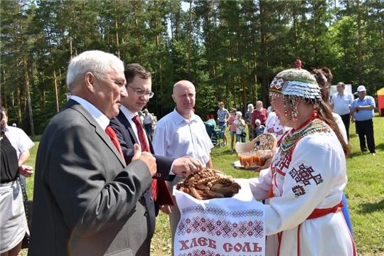 В Ядринском районе сегодня проходит 64-ый районный праздник песни, труда и спорта «Акатуй», посвященный Году театра