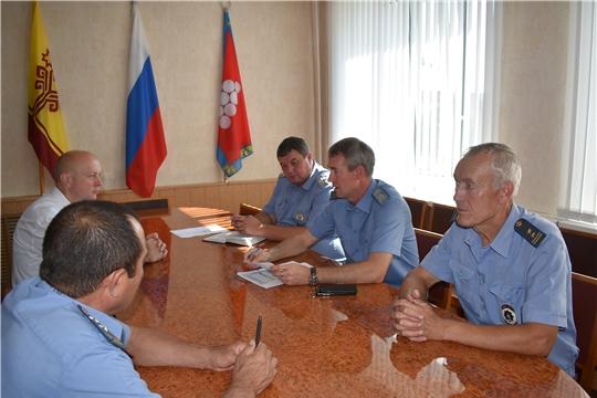 22 августа Ядринскую районную администрацию с рабочим визитом посетил начальник Гостехнадзора Чувашии Сергей Вязовский.