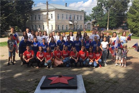 Активисты молодежных организаций Ядринского района приняли участие в праздновании Дня государственного флага России