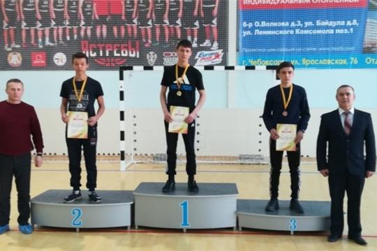 Команда Яльчикского района – третий призер первенства Чувашии по армрестлингу среди юниоров