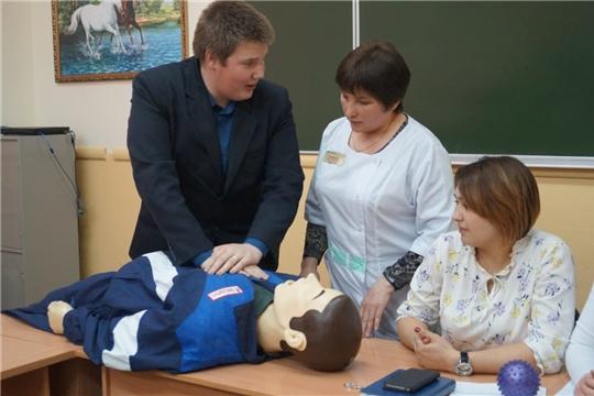 Выбирающие в будущем профессию медицинского работника выпускники приняли участие в мастер-классе