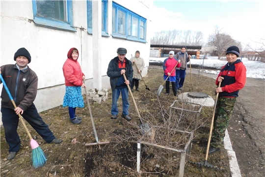 Сотрудники БУ «Яльчикский ЦСОН» Минтруда Чувашии вышли на первый весенний субботник