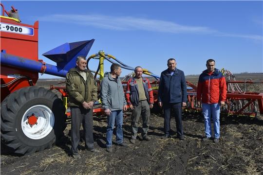 Глава администрации Яльчикского района Николай Миллин ознакомился с ходом весенних полевых работ
