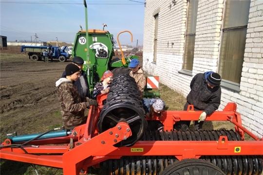 Обучающиеся Новошимкусской СОШ проходят производственную практику