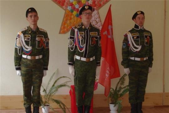Пусть же Знамя Победы в нашей школе стоит, с вами, прадеды, деды, пусть оно единит!