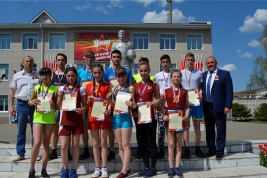 Состоялся традиционный легкоатлетический забег вокруг села Яльчики, посвященный Дню Победы и памяти Николая Петрова