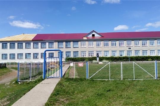 В МБОУ «Большеяльчикская СОШ им. Г.Н. Волкова» проводится капитальный ремонт кровли здания