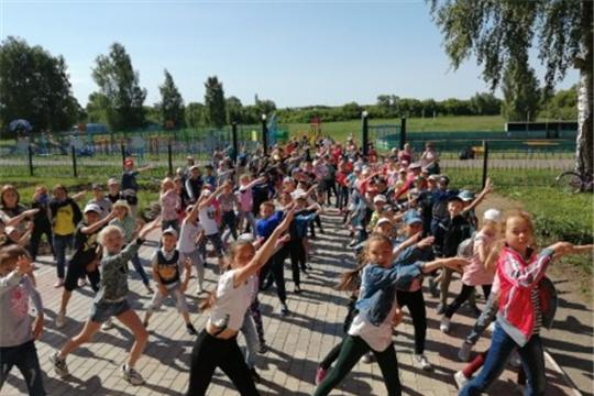 Празднование Дня России в пришкольном оздоровительном лагере «Романтики» при МБОУ «Яльчикская СОШ»