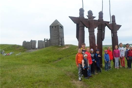 Летний отдых детей: экскурсия  в Большетаябинское городище