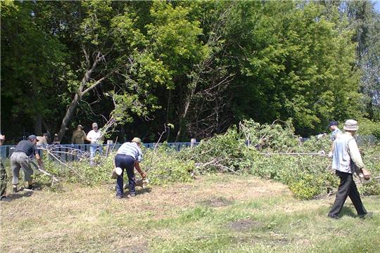 Вести поселений: на кладбище деревни Кильдюшево провели субботник