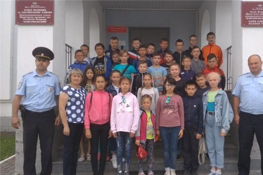 В Яльчикском районе школьники побывали на экскурсии в местном отделе полиции