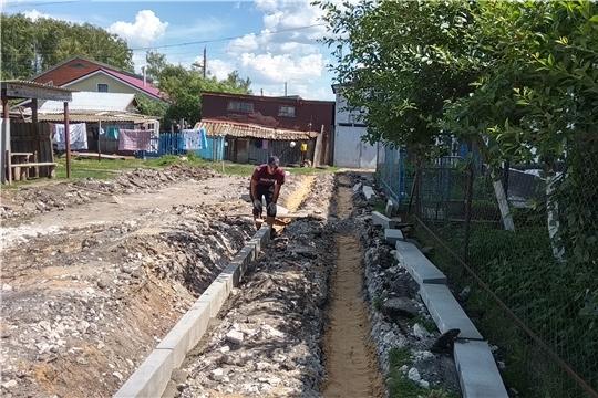 В селе Яльчики продолжаются работы по ремонту дворовых территорий многоквартирных домов