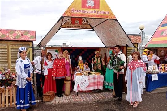 На Дне Республики Яльчикский район представил этнокультурное  подворье «Юмах тĕнчи»