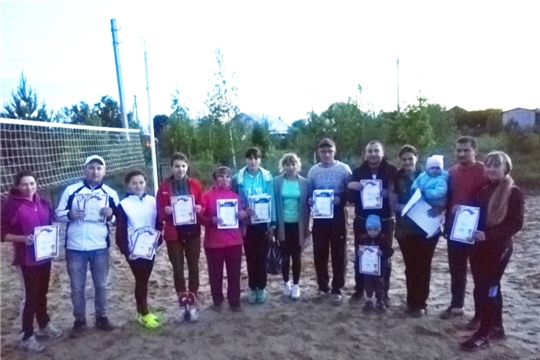 В честь Дня молодежи в селе Яльчики состоялось соревнование по пляжному волейболу