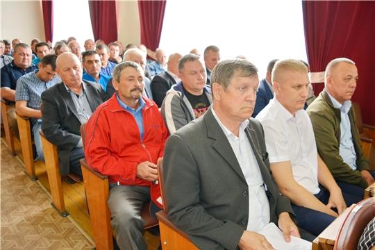 В Яльчикском районе состоялось совещание по вопросам уборки урожая и проведения осенних агротехнических мероприятий