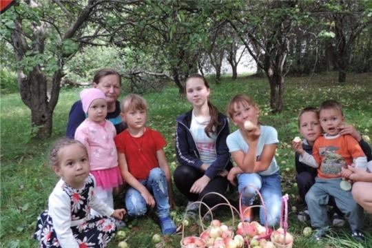 Фольклорный праздник «Яблочное ассорти» в Малотаябинском сельском доме культуры