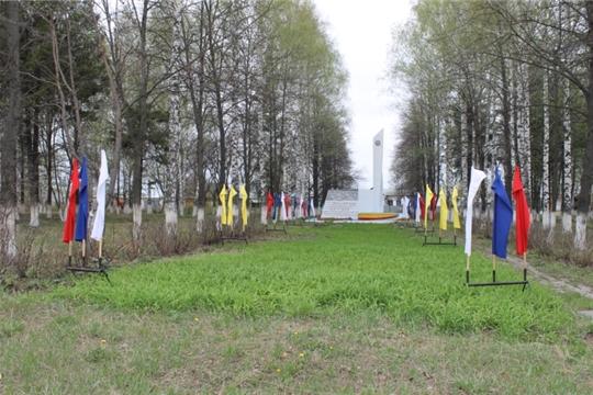 Опытное сельское поселение украшается флагами, растяжками, плакатами ко Дню Победы