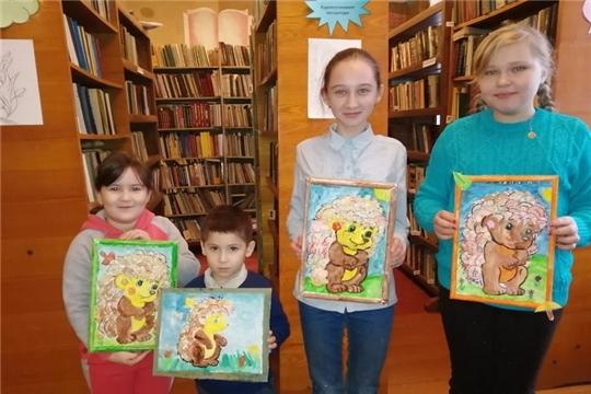 В Иваньково-Ленинской сельской библиотеке прошло занятие с участниками детского клуба «Страна рукоделия»