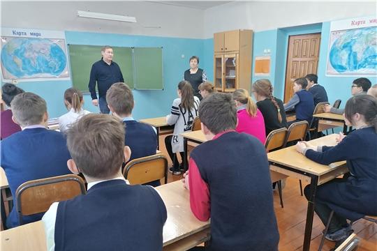 В Староайбесинской школе состоялась встреча с линейным пилотом первого класса Николаем Казанцевым