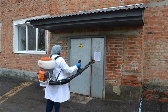 В Алатырском районе проводится дезинфекция многоквартирных домов и тротуаров против распространения коронавирусной инфекции