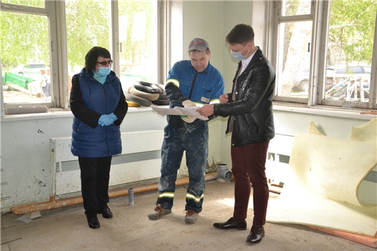 Глава администрации района ознакомилась с ходом ремонтных работ объектов образования Алатырского района