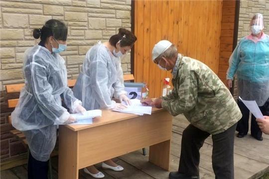 В Алатырском районе продолжается общероссийское голосование по поправкам в Конституцию
