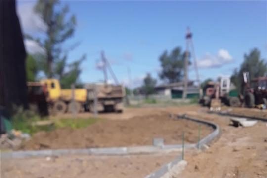 В Алатырском районе ведутся работы по благоустройству сквера Победы в п.Киря