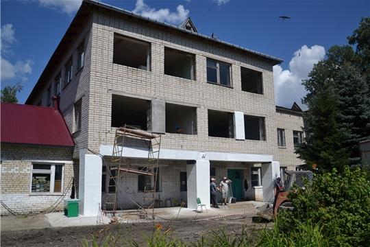 Продолжаются работы по капитальному ремонту здания МБОУ «Ахматовская СОШ»