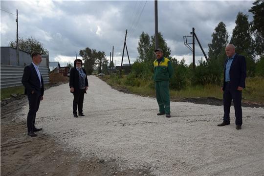 Идут работы по ремонту грунтовой дороги в поселке Киря