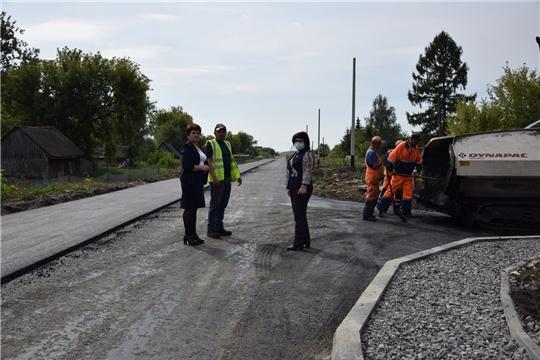 В Алатырском районе продолжается строительство автомобильной дороги в поселке Восход