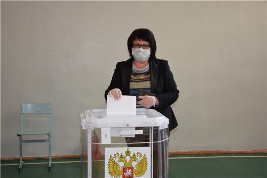 Глава администрации Алатырского района Нина Шпилевая проголосовала на выборах Главы Чувашской Республики и в органы местного самоуправления