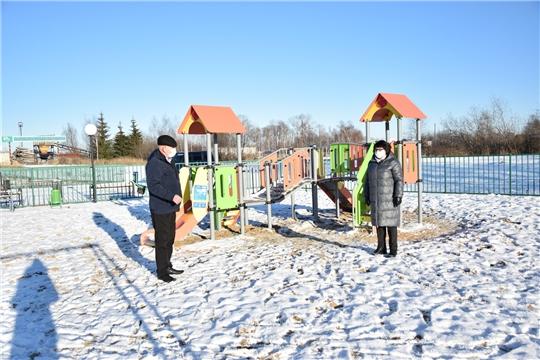 Глава администрации Алатырского района ознакомилась с завершением ремонтных работ в поселке Киря